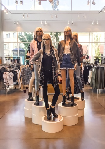 Fall mannequins at H&M