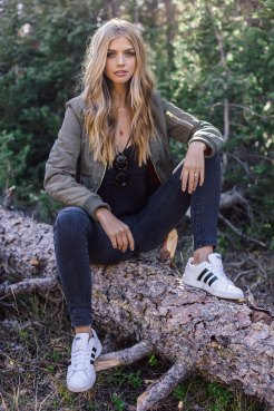 Bomber jacket: New Look, Jeans: Levi's, Shoes: Adidas
